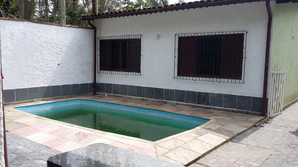 Ótima casa com piscinano...